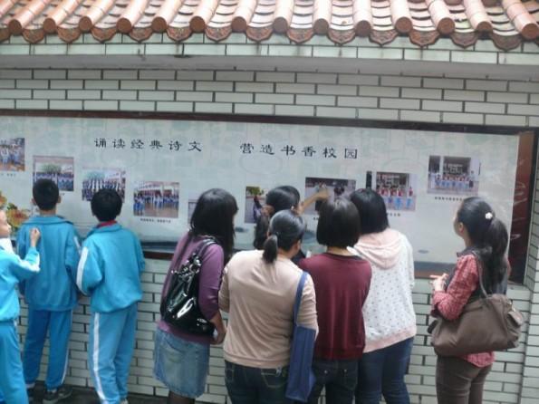 中心小学团支部举行迎 六一 现场书画比赛